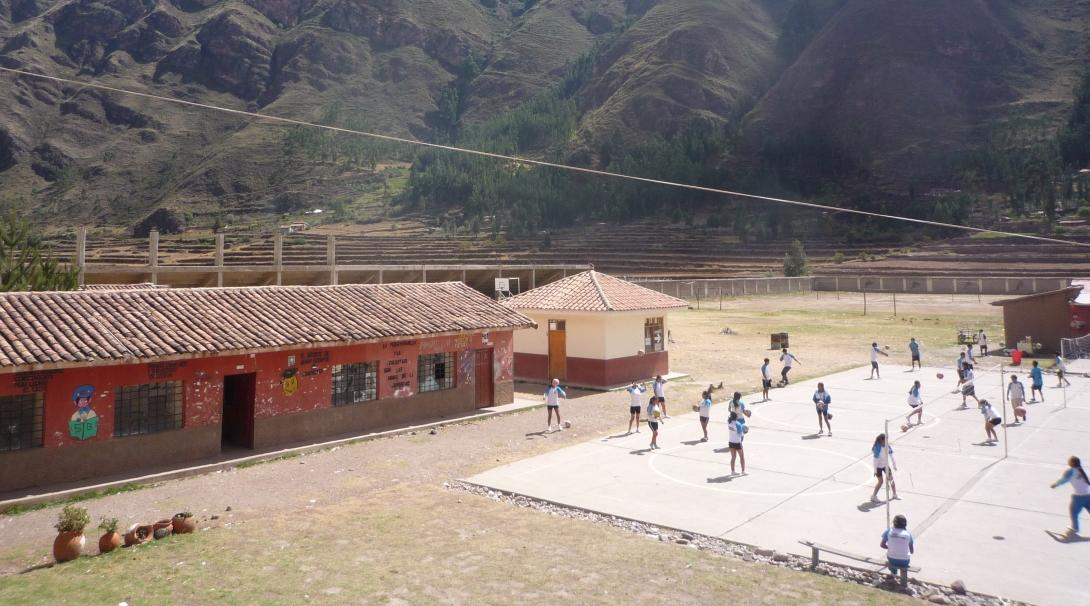 Projects Abroad volunteers gain sports coaching work experience in Peru by working with groups of students